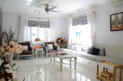 Villas 4 bedroom en-suite in Binh Thanh district. 15 mintues to city center. Usable 300sqm, 2 levels, fully furnished and luxury furniture.