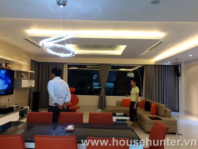 images/upload/modern-and-luxury-saigon-pearl-penthouse-fully-furnished-great-view_1488183440.jpg